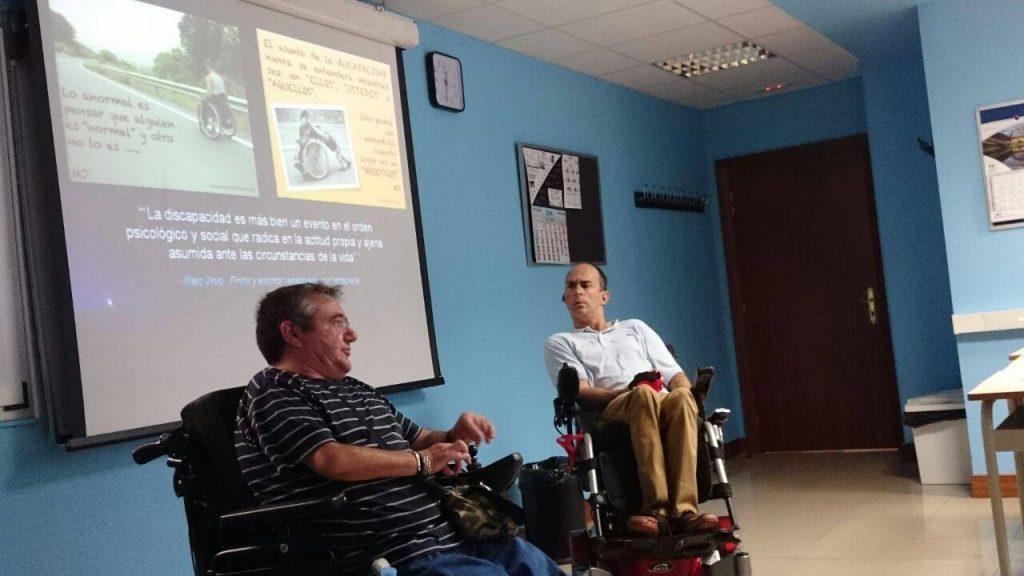 13 Charla sobre la discapacidad en las instalaciones de Almi